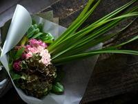 演奏会でピアノの先生への花束。「品よく、華やか」。札幌コンサートホールKitaraにお届け。2019/09/15。 - 札幌 花屋 meLL flowers