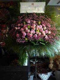 ライブをされるEXILE SHOKICHI 様へのスタンド花。北海きたえーるにお届け。2019/09/15。 - 札幌 花屋 meLL flowers