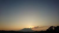 桜島と迎える朝(1)。 - 青い海と空を追いかけて。