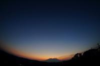 桜島と迎える朝(3)。 - 青い海と空を追いかけて。