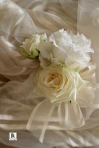 Boutonniere✨ ご新郎のゴールド系の装いに合わせて - Bouquets_ryoko