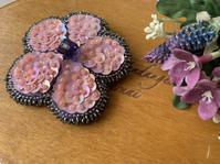 花のキラキラブローチ完成🤩。 - Yumiko Sakura Embroidery