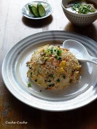 焦がしにんにくが香る♪ 秋鮭ときのこのチャーハン - キッチンで猫と・・・