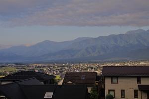9月17日早朝ウオーキング:5:40 北アルプスの山々 -