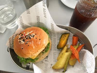 我在YELLOW咖啡厅吃了汉堡包套餐。 - 桃的美しき日々(在、中国無錫)