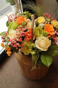 ご結婚祝いにアレンジ - 北赤羽花屋ソレイユの日々の花