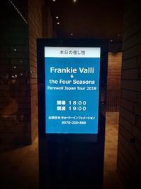 """Frankie Valli 大阪公演 - 飽商909の""""ナローな""""時計部屋"""
