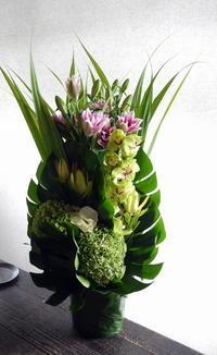 初七日にアレンジメント。大阪府高槻市に発送。2019/09/18着。 - 札幌 花屋 meLL flowers