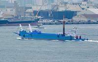 秋分!、 神戸港内を航行中のプッシャーバージ「わこうⅡ」 - みなと神戸 のんびり風物詩