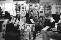 屋内の似顔絵屋等と中山久蔵没後百年記念シンポ - 照片画廊