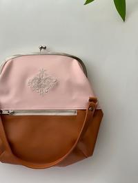 合皮に刺繍のガマ口bag - Atelier Chou