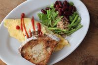 オムレツで朝ごパン - Nasukon Pantry