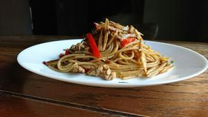 余ったインスタントコーヒーで豚とゴボウの和風コーヒーペペロンチーノ・スパゲッティ - わっぜ美味しい鹿児島としかぷーレシピ