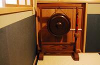 小間の銅鑼=音を味わう・音で合図する・音で判断する - 懐石椿亭(富山市)公式blog