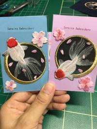夜桜金魚のワッペンϵ( 'Θ' )϶ - ソライロ刺繍