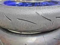 K5サン号 YZF-R1Mのタイヤ交換&油脂類交換でサーキット走行準備♪ - バイクパーツ買取・販売&バイクバッテリーのフロントロウ!