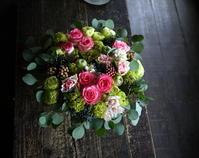 ご結婚記念日とお誕生日のお祝いにアレンジメント。福住2条にお届け。2019/10/04。 - 札幌 花屋 meLL flowers