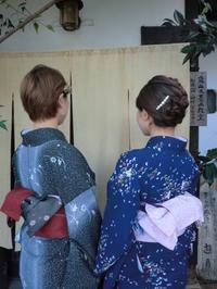 今回は濃い色のお着物でお出かけ。 - 京都嵐山 着物レンタル「遊月」・・・徒然日記