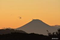 同じ雲? 『90km先の富士』 - 写愛館