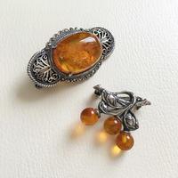 琥珀のブローチ - vintage & antique スワロー商會