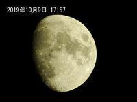 夕刻に月を撮りました。2019/10/09 - 写真で楽しんでます! スマホ画像!