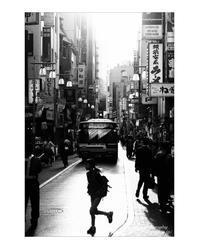 道をかける少女 - ♉ mototaurus photography