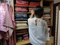 お着物、帯を選んでいただきます。 - 京都嵐山 着物レンタル「遊月」・・・徒然日記