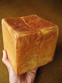 正四角形の1斤型で角食 - slow life,bread life