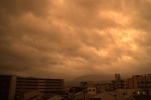 オレンジに染まる街 - 京都ときどき沖縄ところにより気まぐれ