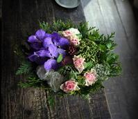 古希のお祝いアレンジメント。「紫入れて、暗くならず、可愛い感じ」。2019/10/12。 - 札幌 花屋 meLL flowers