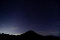 令和元年10月の富士(9)朝霧高原星空と富士 - 富士への散歩道 ~撮影記~