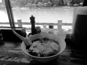 船明「とん吉」でチャーシュー麺 - ぶん屋の抽斗