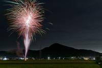 二上(ふたかみ)に掛かる花火~磯壁まつり - katsuのヘタッピ風景