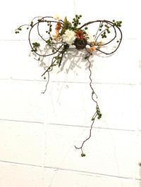 ツルウメモドキのリボンリース - **おやつのお花*   きれい 可愛い いとおしいをデザインしましょう♪
