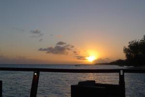 ランギロア旅行記 53 ランギロアで最後の夕日 - パウダーブルーな日々