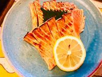 炙りサーモンとホットプレートで呑む! - ワタシの呑日記