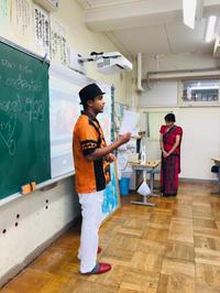 小学校で授業 - スリランカ  カレー& オーダーメイドコサージュ・バック Rosamala