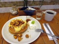 【JSパンケーキカフェで洋梨と木の実のバターキャラメルパンケーキ】 - お散歩アルバム・・新しい生活様式