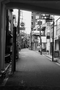駅前通り - 散歩と写真