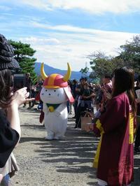 彦根城に行ってきました~その3ひこにゃんに出会う - 影はますます長くなる