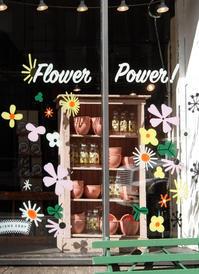 """ニューヨークを代表する老舗の食器屋さん「フィッシュ・エディ」の""""Flower Power""""(お花のパワー) - ニューヨークの遊び方"""