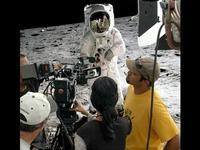 やっぱり、人類の月面着陸は捏造だった!ウィキリークスのアサンジが指示して暴露した月面着陸メイキング映像! - めざまし政治ブログ