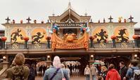 """""""World Traveler at Disneyland in Paris"""" - 欧州アンティーク・ジュエリー"""