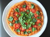 パクチーのせミートソースピザ(2つ) - ぼっちオバサン食堂