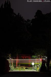 闇の中に浮かぶ - PTT+.