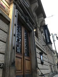 工芸美術館でほえ~っと見とれるビロード革命30周年旅行(2) - 本日の中・東欧