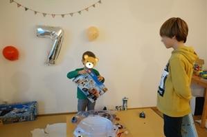 初めての誕生日会  ~Geburtstagsparty mit Freunde~ - チーム名はファミリエ・ベア ~ハイジが記すクマ達との日々~