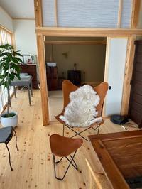 和洋折衷の素敵な邸宅へ三度目のお届けはBKF CHAIR。 - GLASS ONION'S BLOG