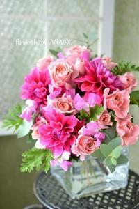 ダリア「バレンタイン」を束ねたお祝いの花束。 - 花色~あなたの好きなお花屋さんになりたい~