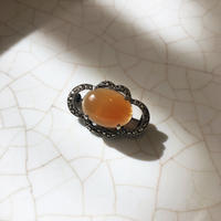 赤褐色の天然石のブローチ - vintage & antique スワロー商會